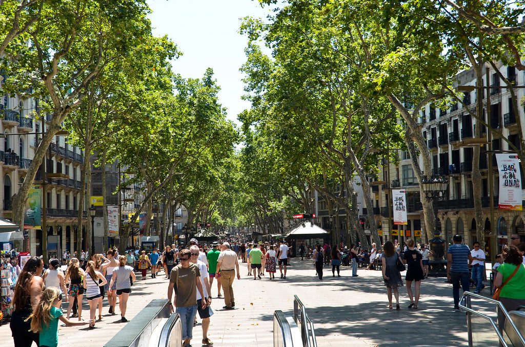 las ramblas the biggest avenue in barcelona